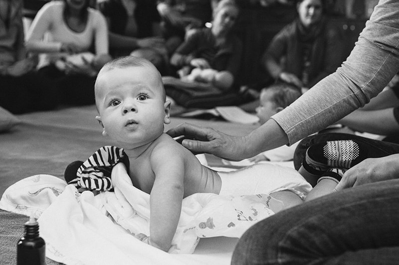 parent-classes-Learn-how-to-massage-your-baby
